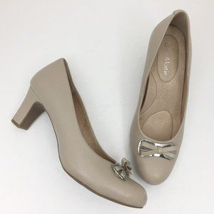 KELLY & KATIE Elegante Nude Leather Med Heel Pumps